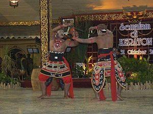Tari Silat Sudukan Dhuwung, seni perang kuno Madura
